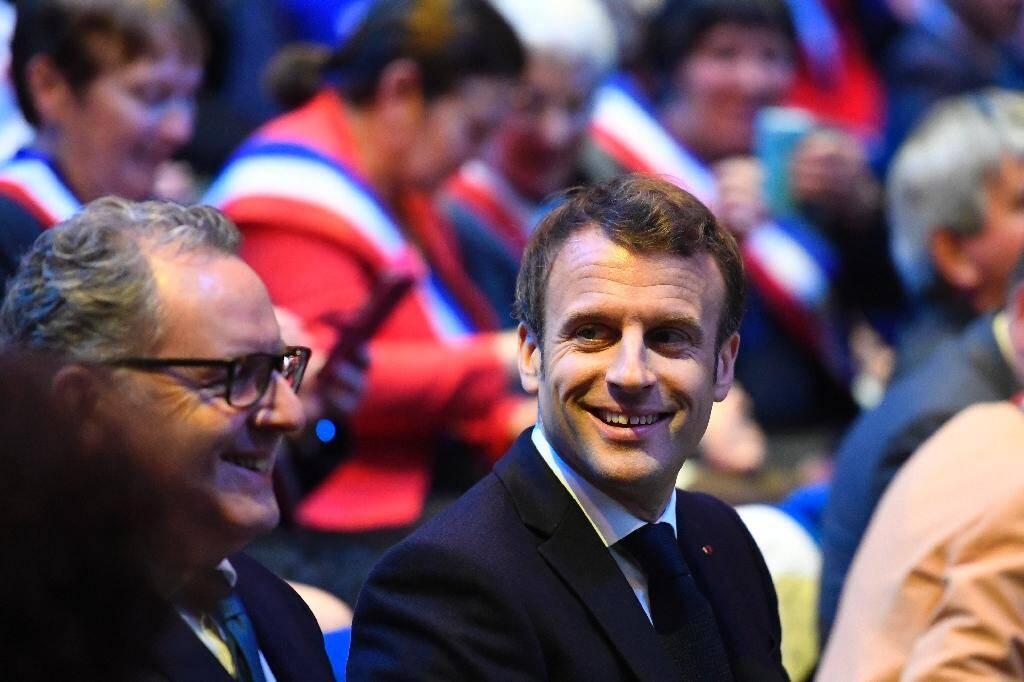 Richard Ferrand et Emmanuel Macron aux assises des maires bretons à Saint-Brieuc, le 3 avril 2019