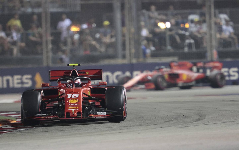 A ce moment, Leclerc menait encore la course, mais Vettel n'était pas loin.