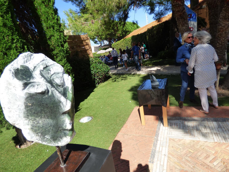 Ces créations réalisées par les artistes handicapés seront exposées  à l'Annonciade du 23 octobre au 3 novembre. Mention spéciale pour le travail des artistes-sculpteurs. Les fonds récoltés seront reversés à l'association Un pas vers la vie, présidée par églantine Émeyé. La Biennale est soutenue par les Lions de St-Tropez et Ramatuelle.