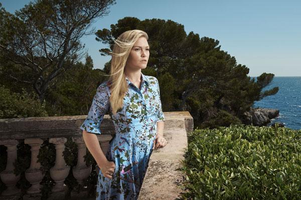 L'héroïne de la série anglaise, Julia Stiles, s'est mise à la mode provençale pour cette troisième saison  qui prendra pour cadre les Voiles de Saint-Tropez.