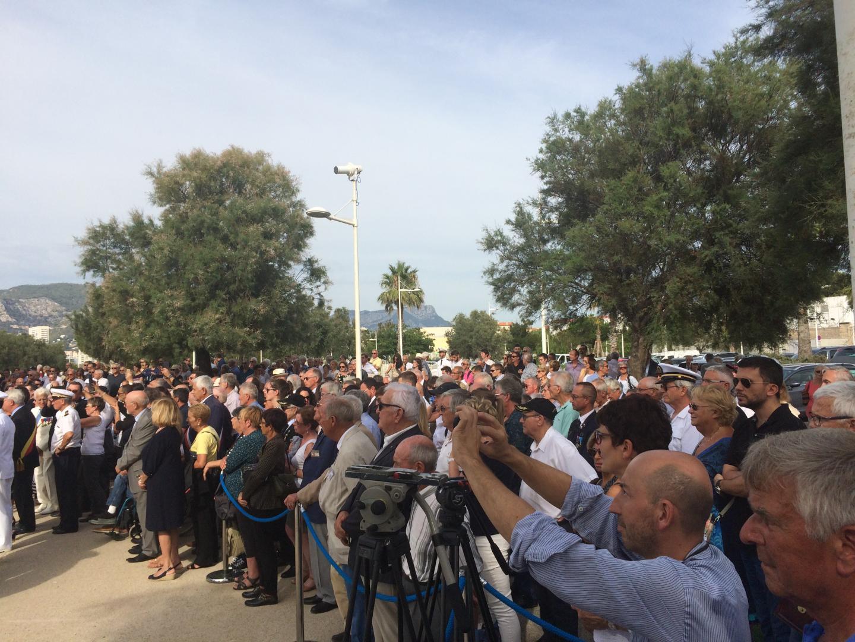 Les familles, les proches, les autorités civiles et militaires mais aussi des dizaines et des dizaines de Toulonnais marqués par la tragédie ont communié ensemble.
