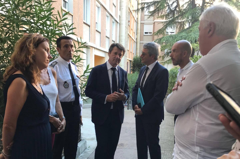 Jean-François Illy, Christian Estrosi et Bernard Gonzalez et Richard Gianotti sont venus à la rencontre des riverains du 84, boulevard Henri-Sappia, hier après-midi.