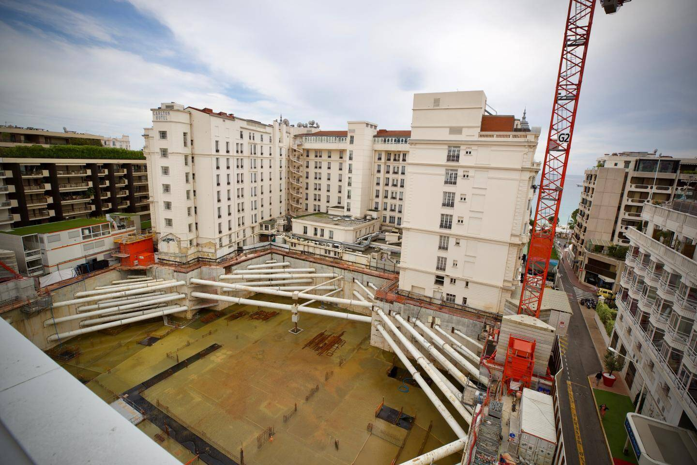 Depuis neuf mois, plus aucune activité sur le chantier du Carlton à Cannes.