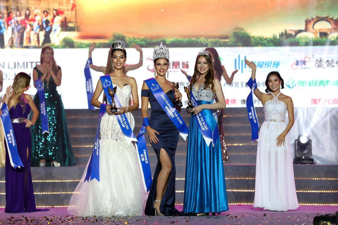 Océane Marinelli (au centre) lors de son sacre en tant que Miss  Tourism of the Globe 2019 en septembre dernier, en Chine.