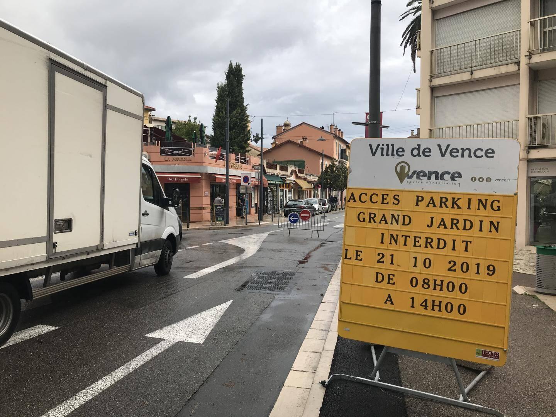 Hier matin, le début de l'avenue de la Résistance était fermé à la circulation.