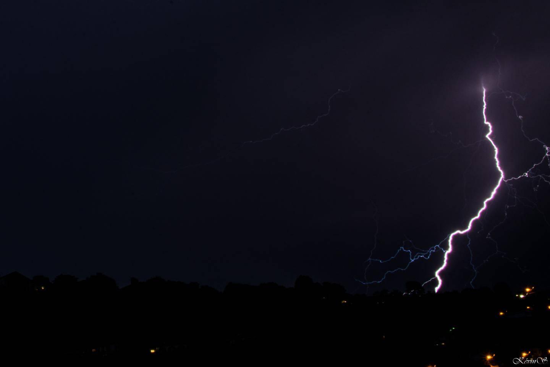 Un éclair capturé depuis Nice Nord, mercredi 23 octobre.
