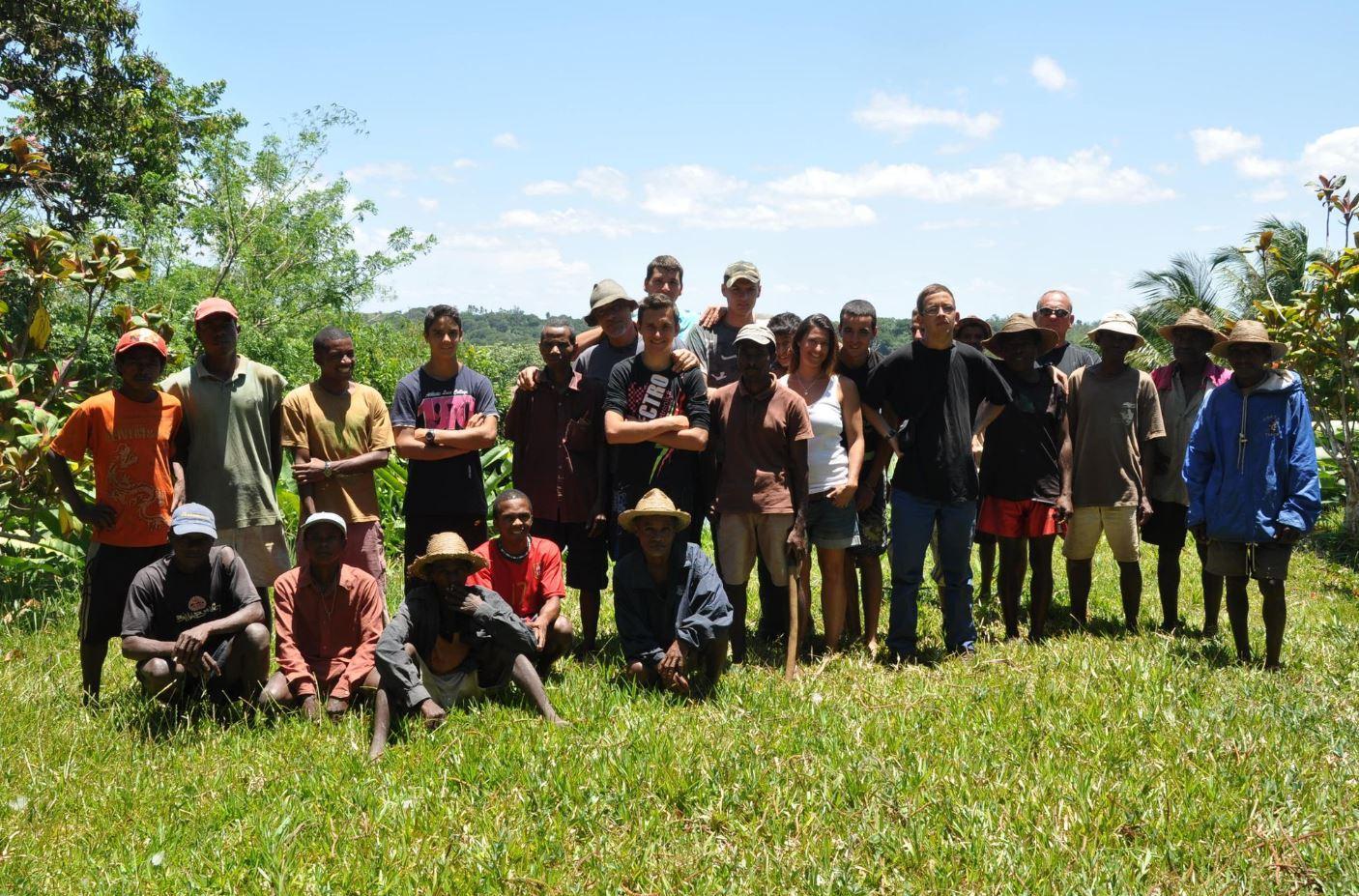 Un peu de l'équipe de l'association de Jeff Tordo, à Madagascar, où il passe environ trois mois de l'année.