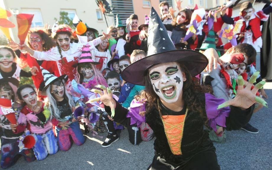 De l'horreur et des grimaces, mais surtout beaucoup de joie. Halloween c'est la fête.