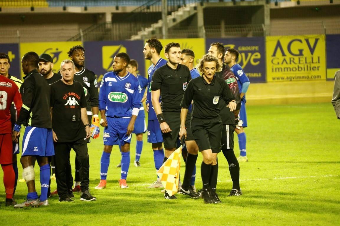 Le club hôte risque une sanction (amende, suspension, etc.) devant la commission de discipline de la Ligue pour arrêt du match.