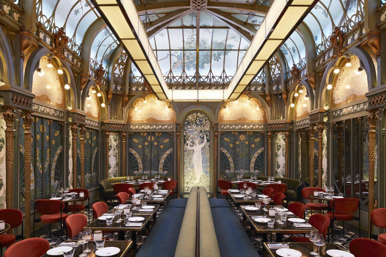 A Paris, le Beef Bar s'est installé dans le décor Belle Epoque de l'ancienne fermette Marbeuf, non loin des Champs Elysées.