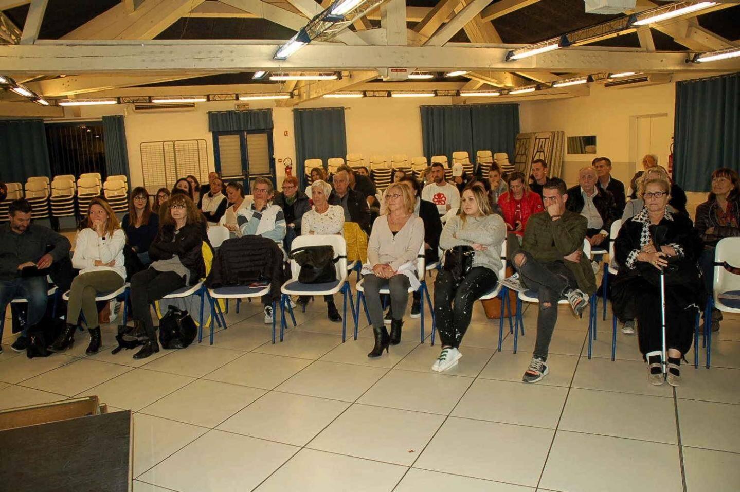 Avant de partager un vin d'honneur avec eux, les futurs résidents ont suivi avec attention les interventions du maire et de M. Féron.