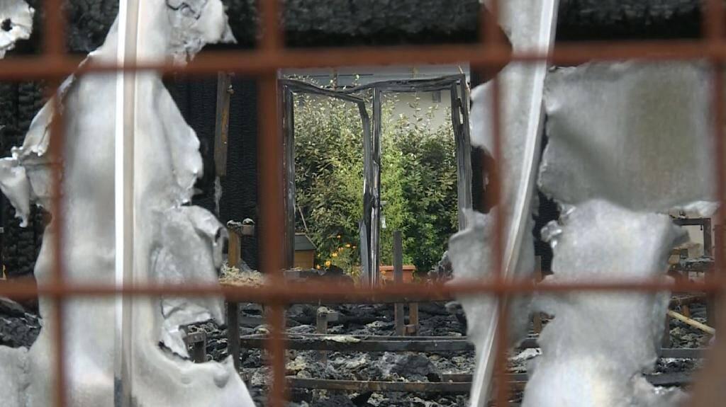 Capture d'écran d'une vidéo de l'AFP montrant les dégâts après l'incendie d'un  chapiteau à Chanteloup-les-Vignes, le 3 novembre 2019