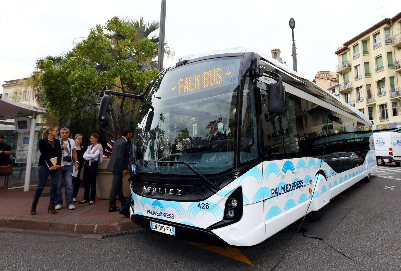 Avec le Pass Sud Azur, vous pourrez voyager à bord de ce bus électrique de nouvelle génération qui assure la liaison phare Palm Express entre Cannes et Mandelieu.(Ph. archives P. Lapoirie)