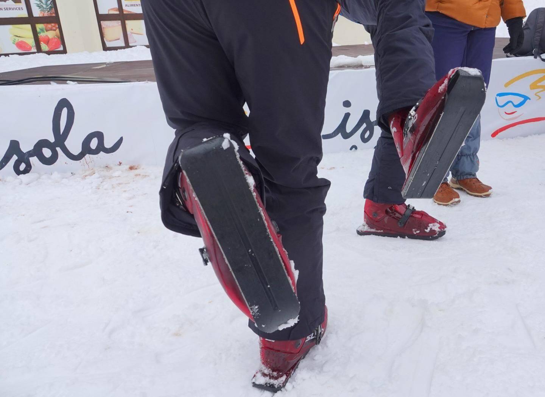 « Sled dog » : chaussure de ski équipé d'un patin.