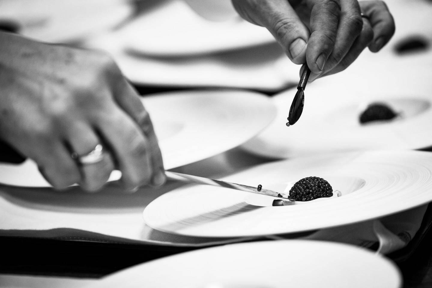 Un ceviche de langoustines aux perles noires de caviar. Langoustines pêchées, sous le Musée océanographique, par le dernier pêcheur de Monaco, Eric Rinaldi.