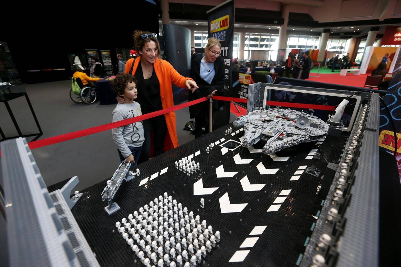 C'est l'une des attractions de l'espace dédié à Star Wars. Le but du jeu : compter le nombre de Stormtroopers (les soldats impériaux). Joseph en a compté 164.