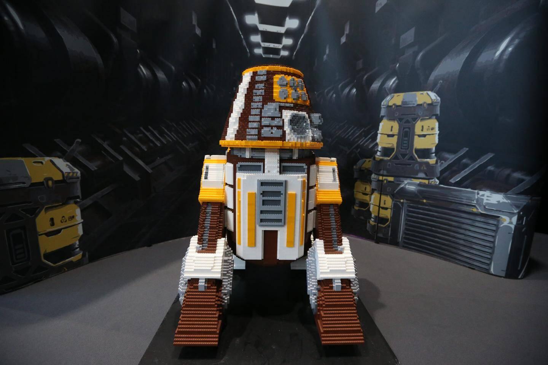 Pas d'espace Star Wars sans R2-D2, version Lego.