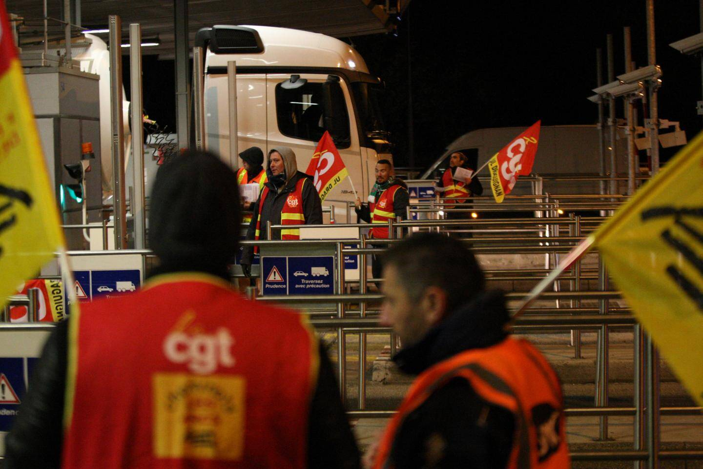 Opération de la CGT au péage du Muy sur l'autoroute A8.