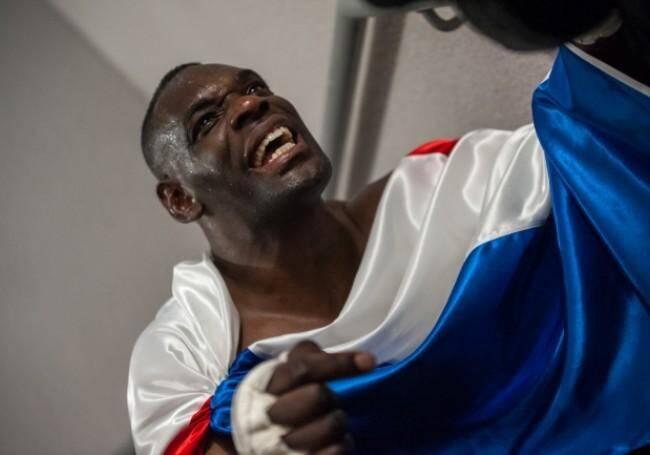 Il a remporté le titre de Champion du monde IKF dans la catégorie des poids lourds en 2008.