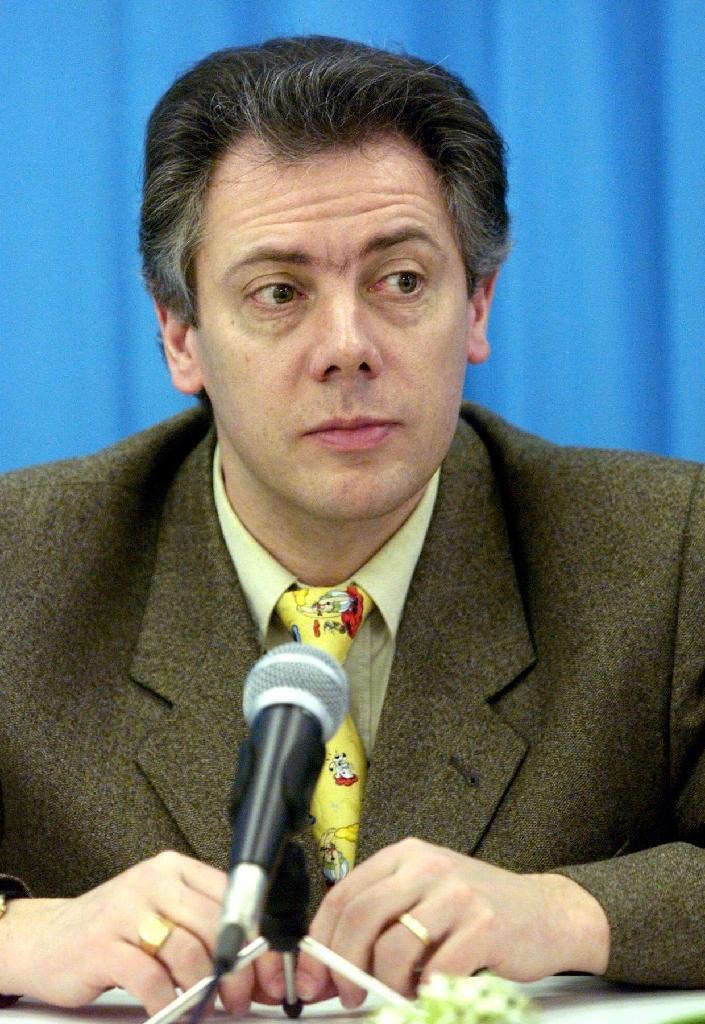 L'entraîneur des équipes nationales, Gilles Beyer, en conférence de presse aux Championats d'Europe de patinage artistique, à Prague, le 30 janvier 1999