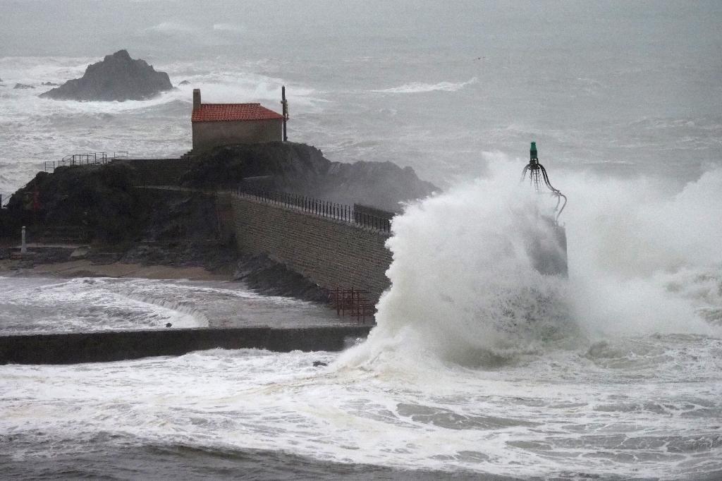 A Collioure, des vagues submergent la jetée, le 21 janvier 2020