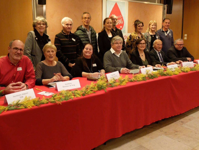 Les DSB réunis autour de Cécilia Brovia, son bureau ainsi que Roland Bruno et Jean-Pierre Tuveri.