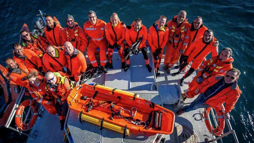 Pompiers et sauveteurs ont uni leurs talents pour le bien des opérations de sauvetage.