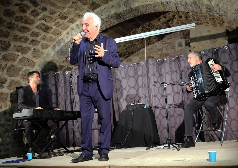 Sur scène Jean-Marc Demesropian a repris tous les grands succès d'Aznavour.