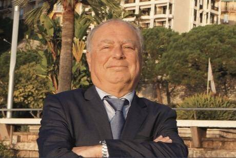 Bernard Prat reçoit régulièrement des travailleurs qui ne veulent plus travailler sans papiers.