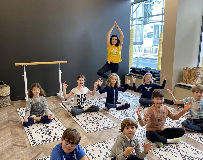 Attachée à la transmission et au lien parents-enfants, La Parenthèse propose des ateliers KidsYoga.