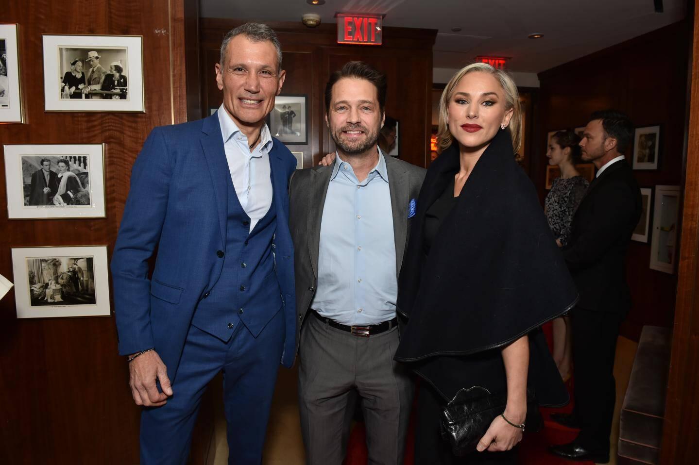 Laurent Puons, en compagnie de Jason (Beverly Hills) et Naomi Priestley.