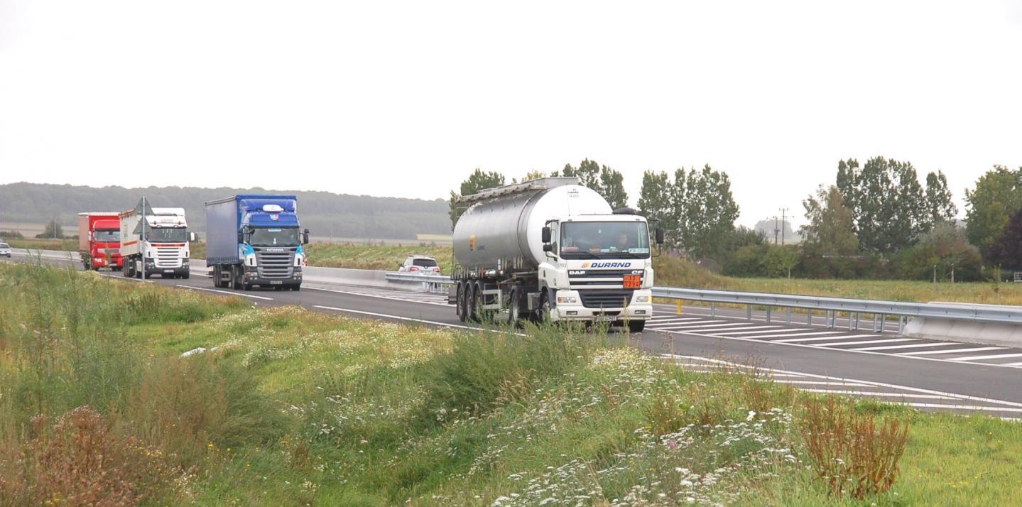 Les entreprises du transport routier sont en difficulté, avec une baisse d'activité importante. Certaines sont même à l'arrêt.