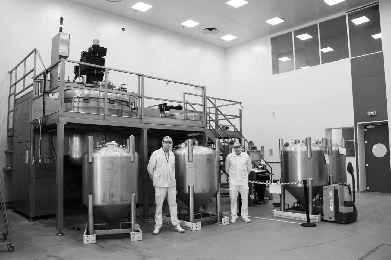 Une vue de l'usine Clarins où sont produits désormais des tonnes de gel hydroalcoolique.