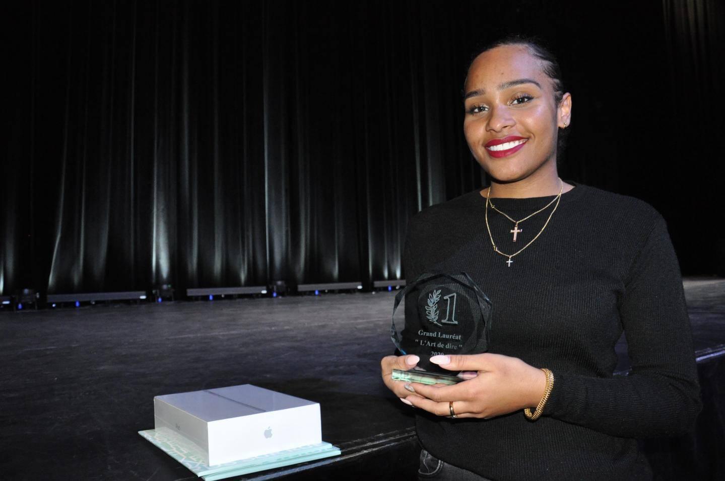 "Grande gagnante du concours ""L'art de dire"" Carla Renaudin"