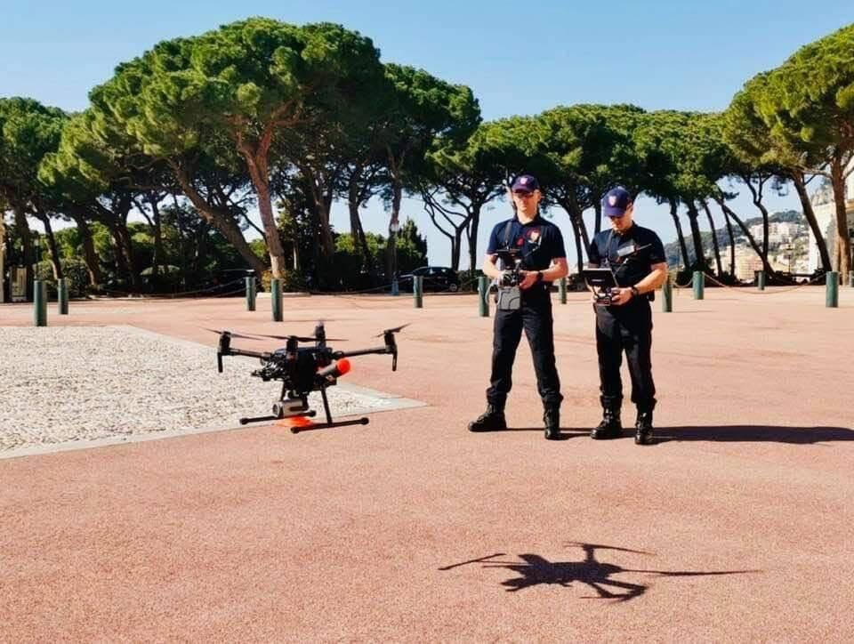 Le week-end dernier, les pompiers, seuls habilités pour l'instant à piloter l'engin, ont fait voler le drone depuis la place du Palais.