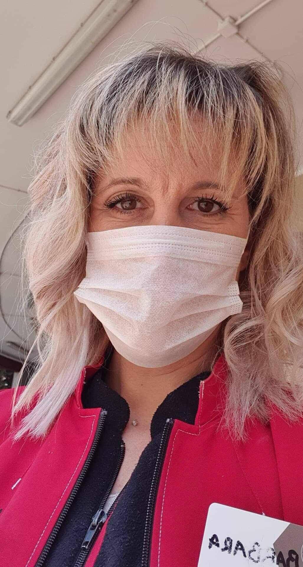 Barbara, hôtesse de caisse à Intermarché travaille tous les jours malgré « une grande fatigue psychologique ».