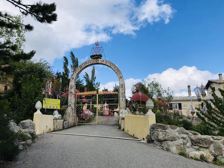 L'entrée de la cité du Mandarom