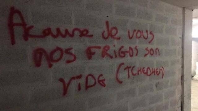 Les graffitis retrouvés çà et là sont autant de menaces explicites: «A cause de vous, nos frigos sont vides», «Ce n'est que le début», «Remercie tes amis tchétchènes»...
