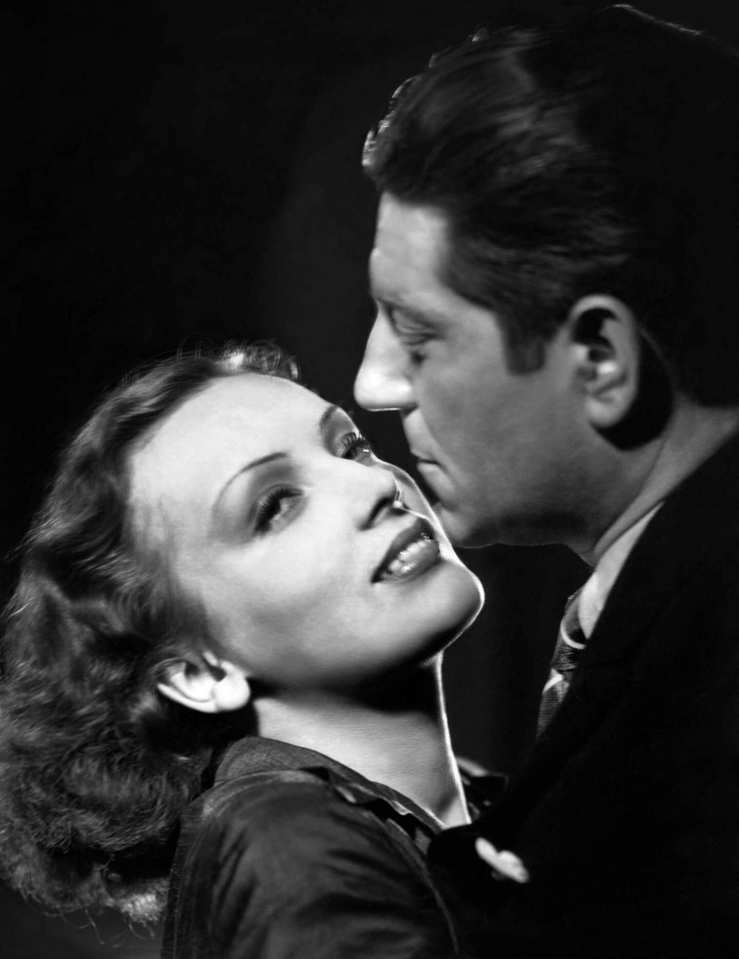 Mireille Balin, ici avec Jean Gabin, dans Gueule d'Amour. Elle était l'incarnation de la beauté de l'époque. Elle a surtout joué les femmes fatales, ce qui a peut-être contribué à ternir son image.