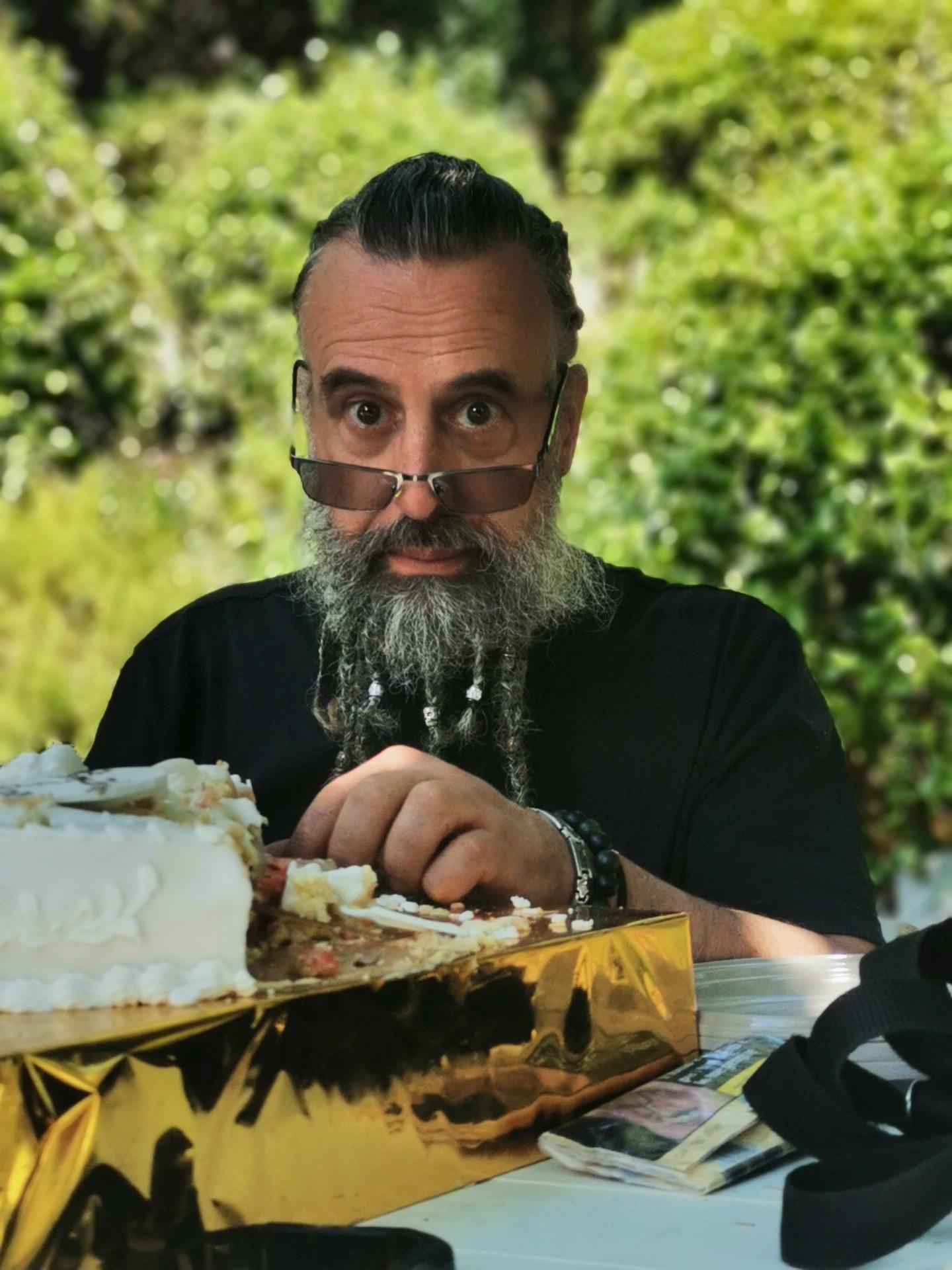 « Jeanchri », le motard à la barbe tressée, animait son garage depuis plusieurs décennies.(DR)