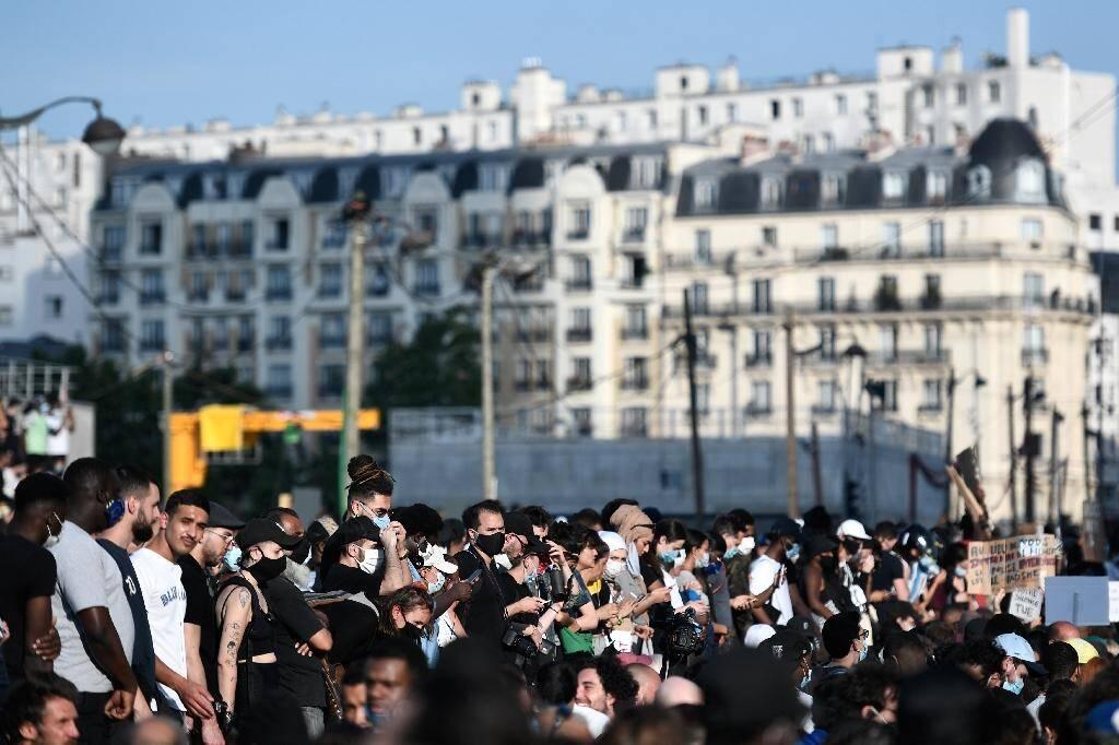 Manifestation devant le Palais de justice de Paris en soutien à la famille d'Adama Traoré, le 2 juin 2020