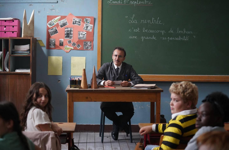 Elie Semoun en professeur Latouche.