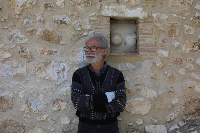 Les pierres travaillées par Pierre Regazzetti forment de véritables œuvres murales.