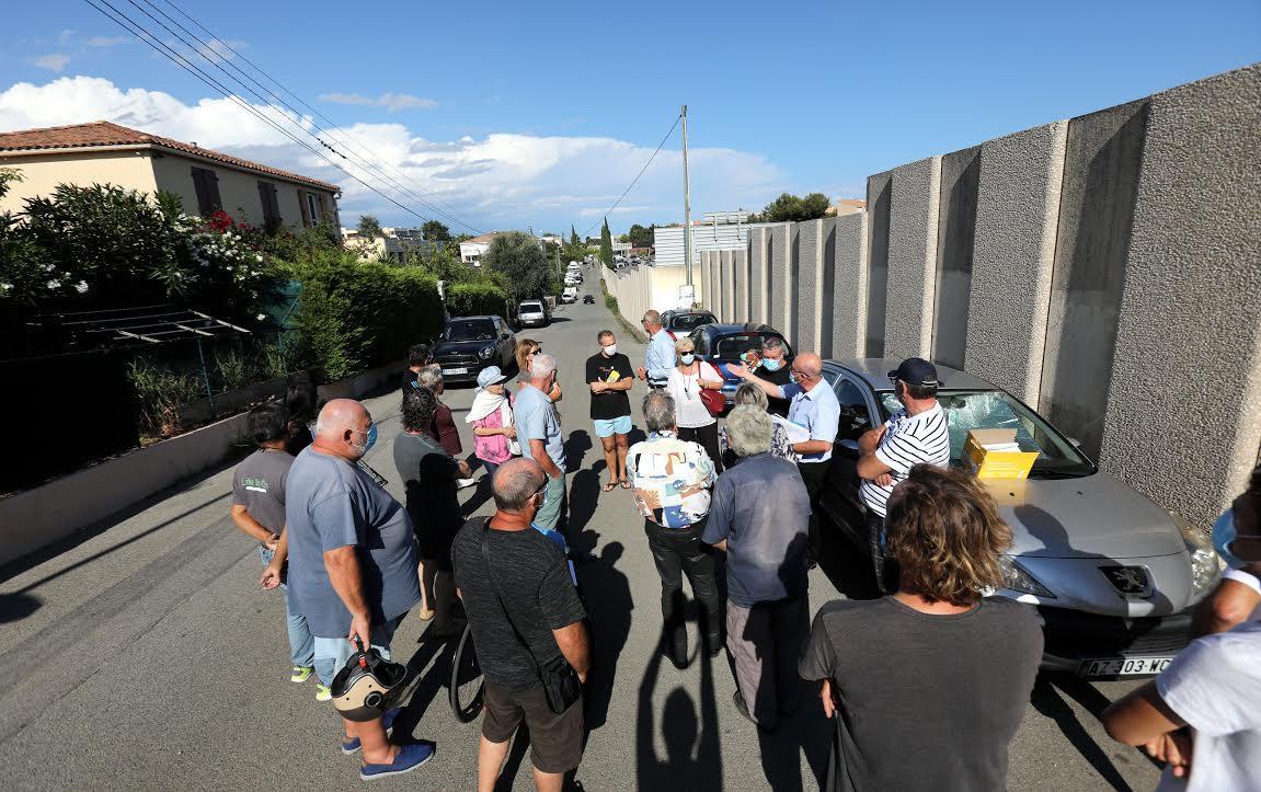Vendredi après-midi, les riverains se sont tous donnés rendez-vous pour exprimer leur mécontentement auprès de Corinne Guidon, adjointe à la mairie.