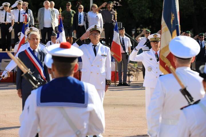 Cérémonie militaire 14-Juillet sur la place d'Armes, ce mardi matin.