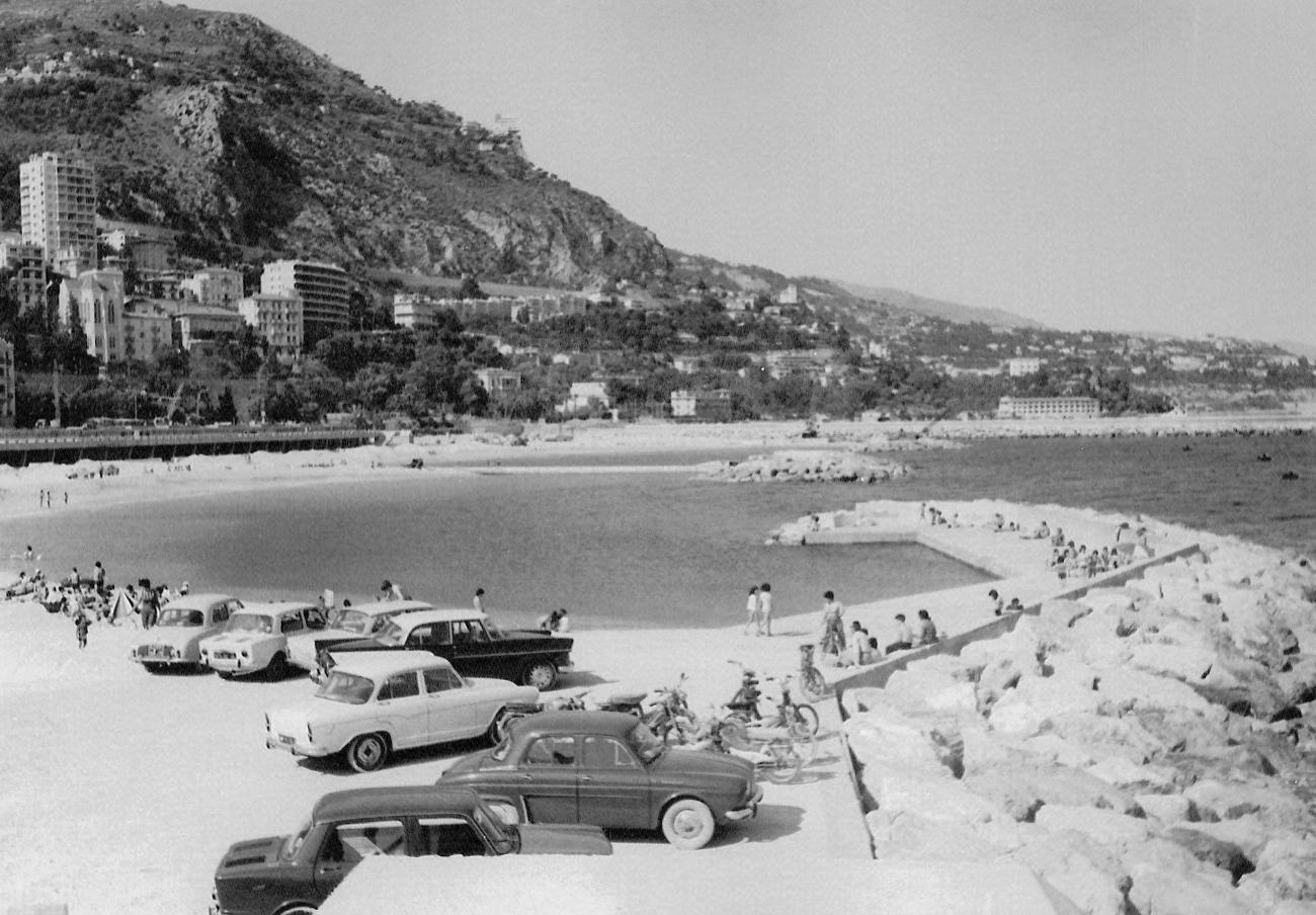 La première plage de galets dans l'anse des « Mouettes ».