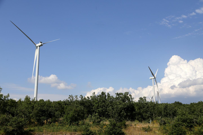 Les éolienne visible sur la commune d'Ollières.
