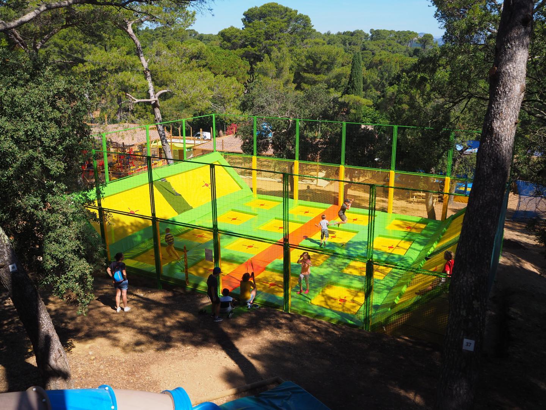 Un trampoline géant fera le bonheur de tous tandis que les plus petits pourront évoluer sur une installation de moindre taille.