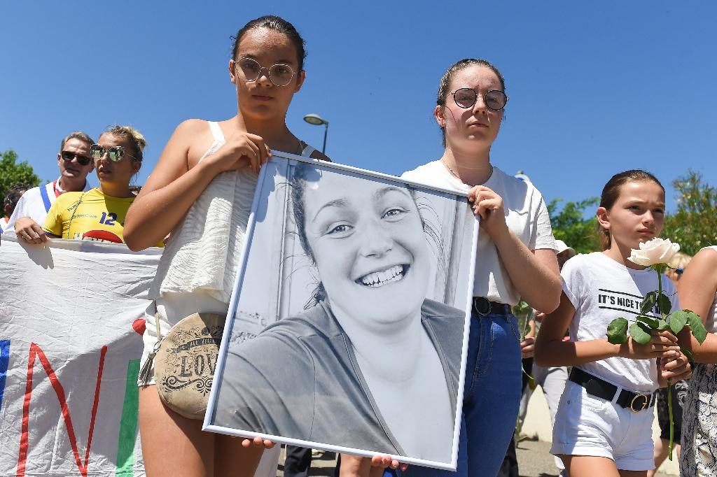 Marche blanche à Aiguillon (Lot-et-Garonne ) le 11 juillet 2020 pour rendre hommage à la gendarme de 25 ans fauchée par un chauffard voulant échapper à un contrôle routier