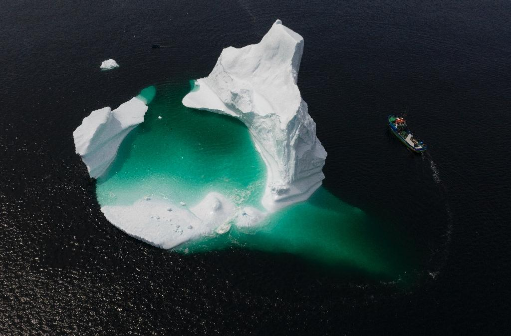 Photo aérienne d'un iceberg dans la baie Bonavista, au Canada, le 29 juin 2019